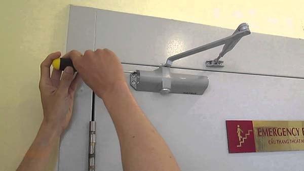 Phụ kiện cửa chống cháy bao gồm những loại nào?